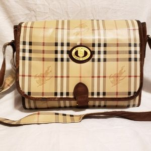 Burberrys vintage large messenger bag